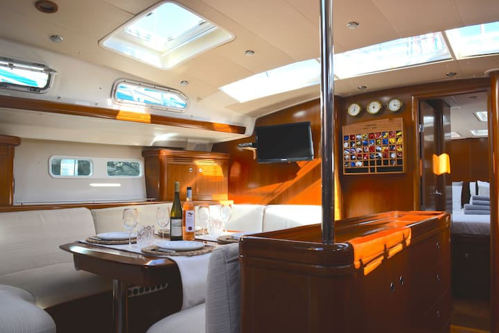 Staying on a Luxury Sail Yacht! Fantastic! (16m) 2