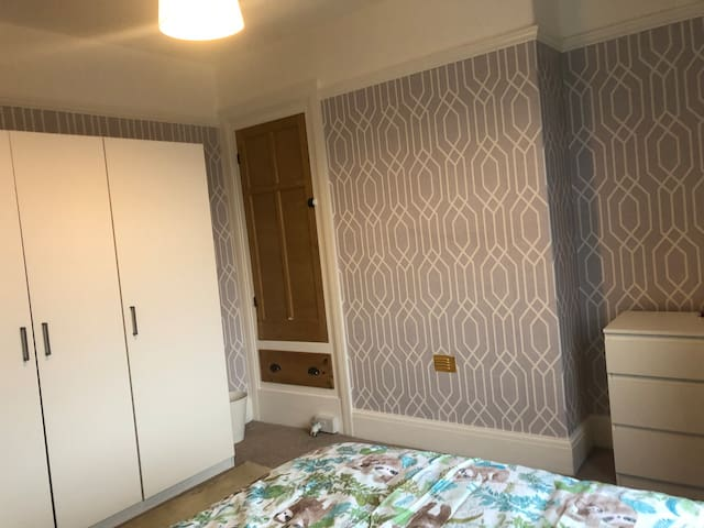 Newly decorated/furnished double room with parking