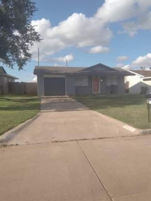Beautiful updated 3 Bedroom 1 Bathroom home in Lawton near Fort Sill
