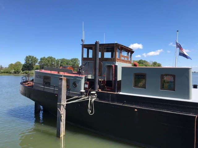 Deck and wheelhouse in Hoorn