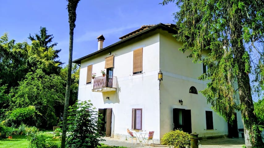 Holidays in ancient villa with park near Rome