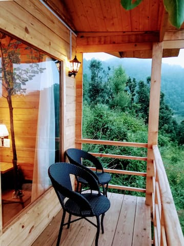 Treehouse Resort, Oak