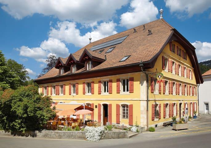 L'Aigle au Pays des fées, Val-de-Travers