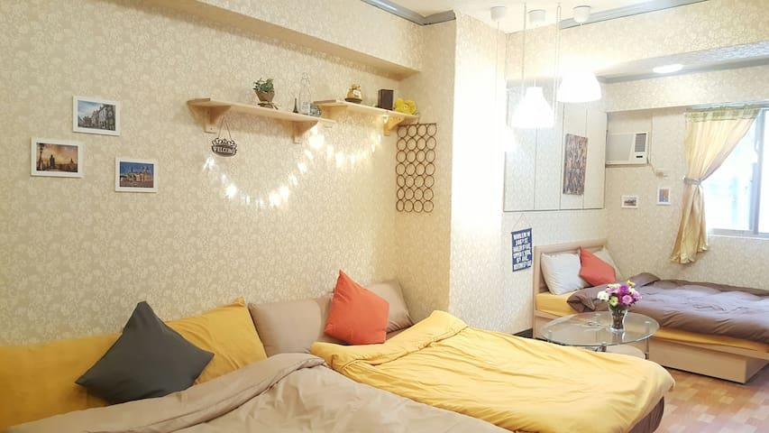 金莎6人家庭房~Ximen西門站6號出口3分鐘/Free wifi/電梯/獨立衛浴/免費洗衣/3大床 - เขตวันฮัว - บ้าน