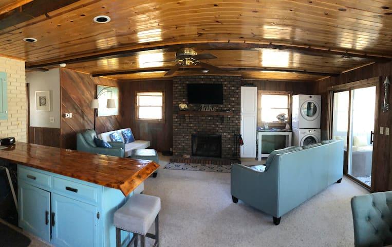 Castle Rock Lake Cottage