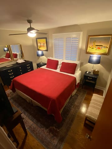 Cozy and clean. Near O'Hare Airport. King size bed