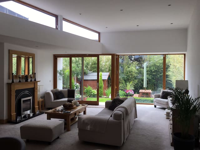 Relaxing hideaway, close to Airport and Malahide.