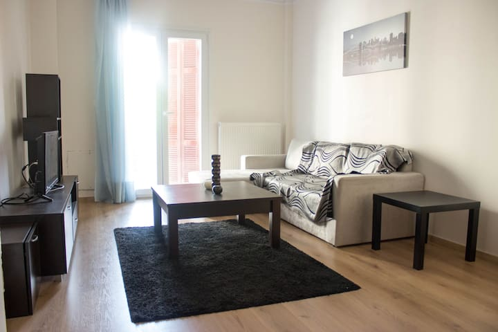 cozy spacious and central flat in Thessaloniki+fan