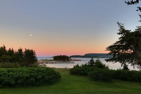 King's Point Vista - cottage with unbeatable views