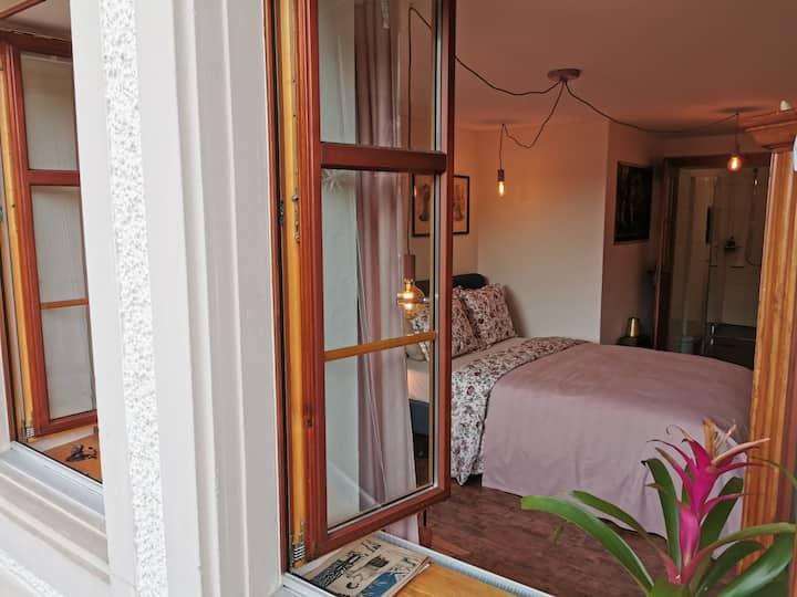 bespoke bed   guestroom wegenstetten