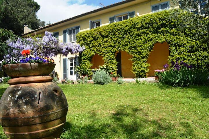 LUXURY SUITE 2 IN TUSCANY VILLA - Fauglia - House