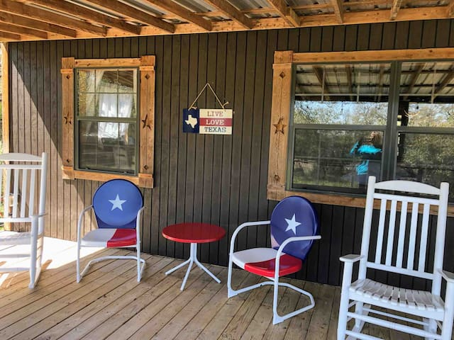 Extremely spacious and comforting porch facing pasture, woods and deer feeder. Swing set next to the porch.