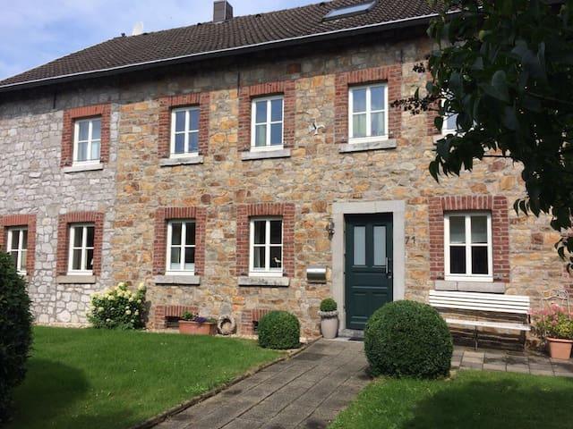 Helle Wohnung in charmantem&renoviertem Bauernhaus