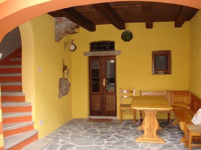Romant. Haus 2 Min. vom Luganer See - Brusimpiano - บ้าน