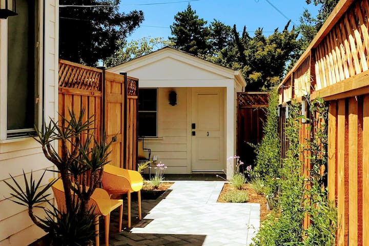 Cozy Cottage near Stanford - Separate Entrance