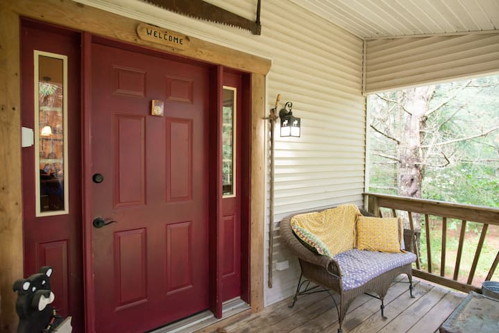 Minocqua Retreat Home ...7 miles from downtown!!!