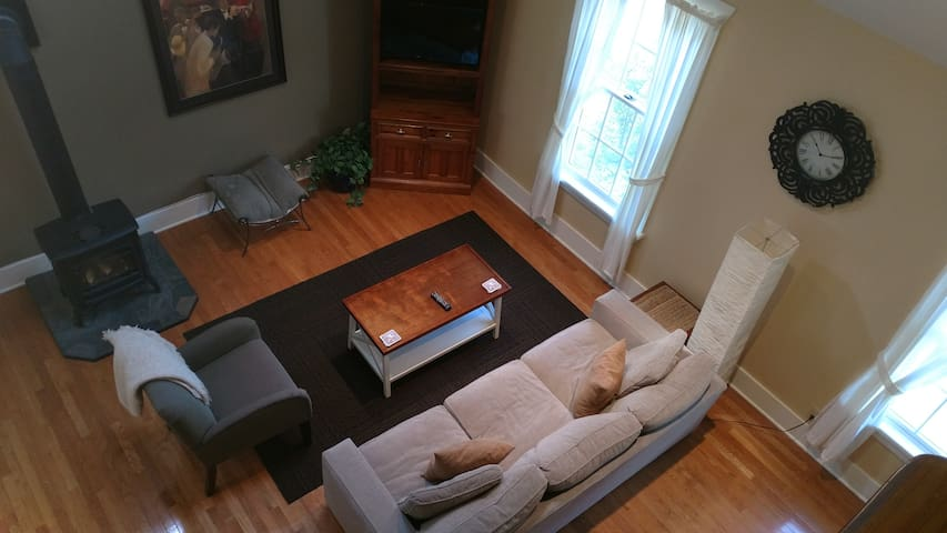 Cozy living room w/ flat screen TV, cable, DVD player & DVDs, Chromecast, & playing cards.