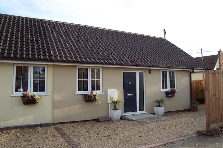 Cottage style bungalow close to Stowmarket centre