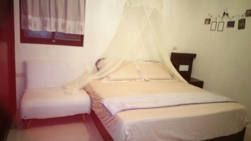 舒適加大床雙人房,獨立衛浴,清爽的空間,全新的民宿,住的舒服 - Zhangzhou Shi - House