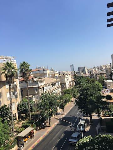 Charming Big Apt in Bnei-Barak (Ultra Orthodox)