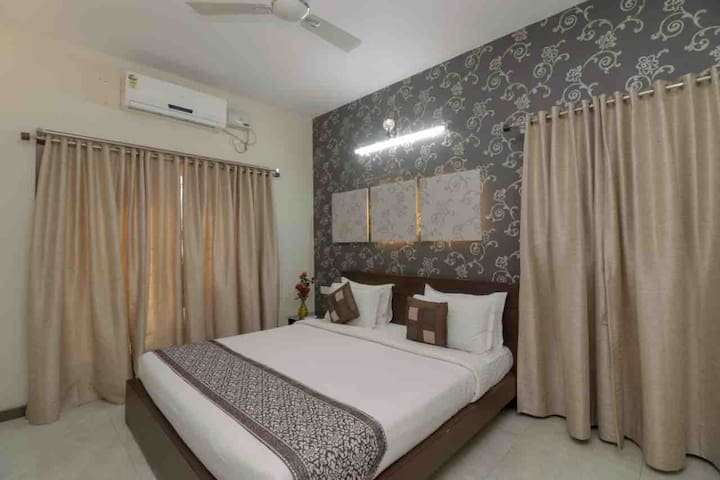 3 BHK Service Apt - central district of Bangalore