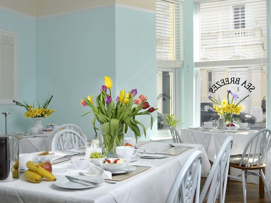 Fresh clean and bright dining room to enjoy a delicious breakfast