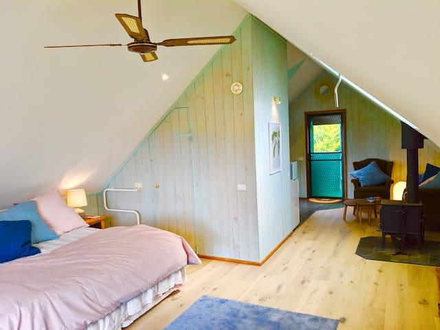 Alyeska Loft - Apollo Bay studio loft apartment