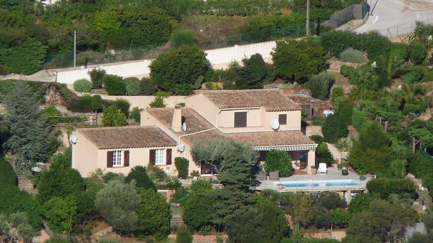Appartement dans villa provençale