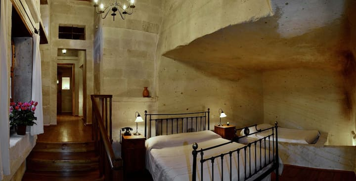 Labyrinth Cave House, 3 Bedrooms, 4 Baths, for 7
