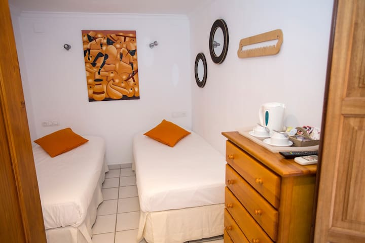 Pension Oliva-Small twin, en-suite shower.Room 201