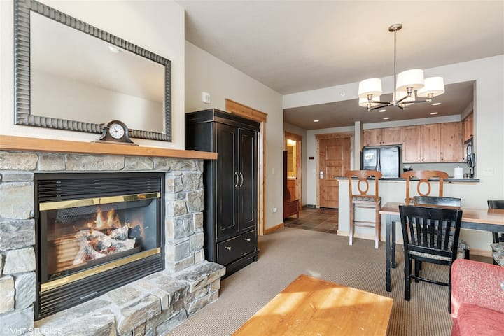 Amazing Ski-in Ski-out Whitefish Mountain Morning Eagle Condo! 1BD 1BA and sleeps 4! Communal hot tub, gym and more!