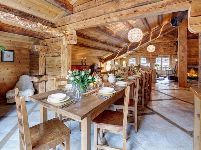Fantasitc ski in ski out 5 bedroom trad farmhouse for up to 14 at the foot of the pistes!