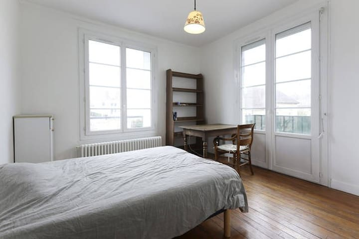 Bedroom in a nice flat in Creil - Creil - อพาร์ทเมนท์