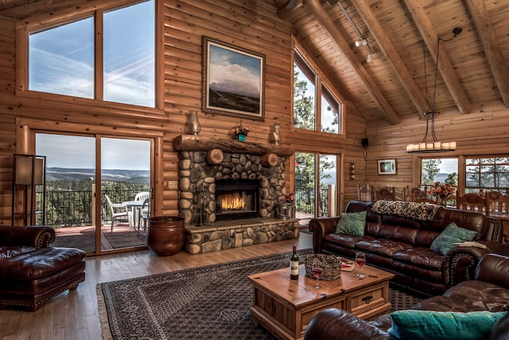 Squaw Peak Retreat Cabin with Hot Tub and View