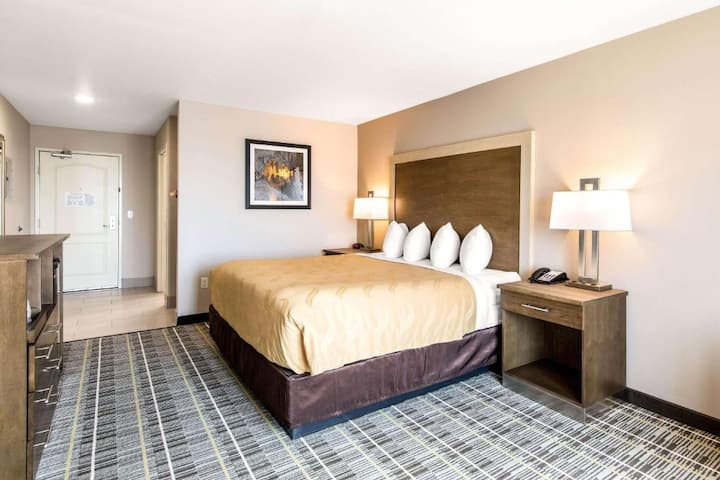 Classic Suite Double Bed At Carlsbad