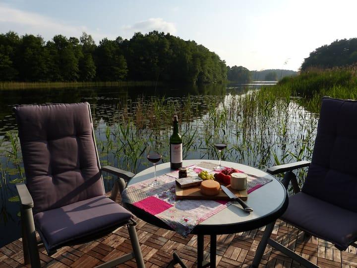 Komfortable Wohnung am See mit eigenem Steg