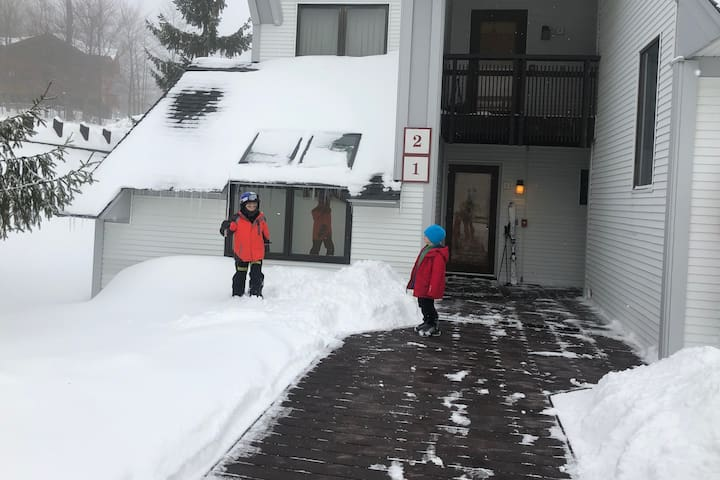 Our two little skiers ready for another adventure.