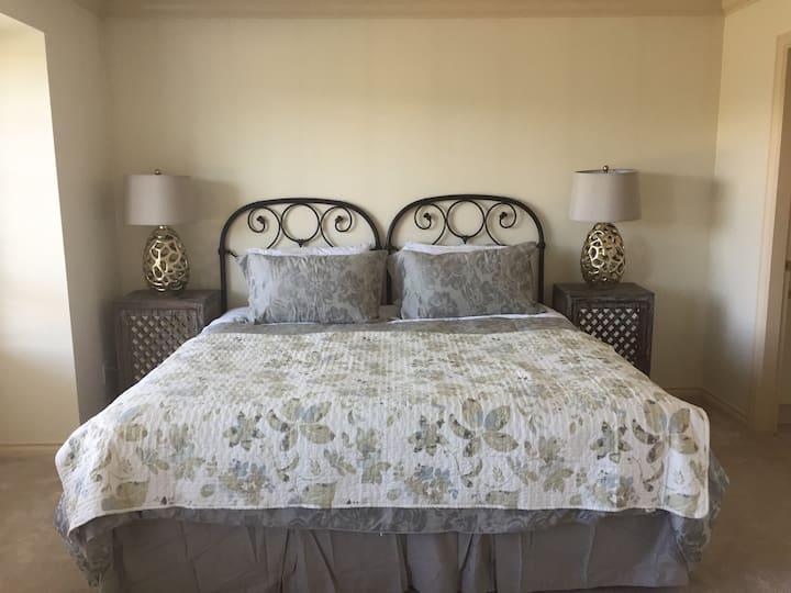 海天豪华套房-大双人床独立卫生间   Queen bed with a private bath