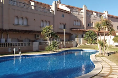 House with pool 5 minutes from the beach - El Vendrell