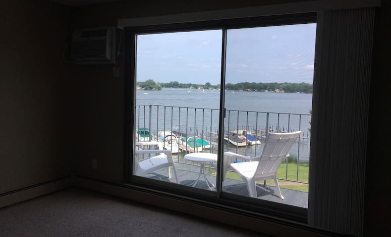 On Lake Minnetonka 2 BR, lakeside, Lord Fletcher's