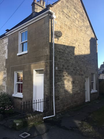 Bath, Combe Down Cottage 2 double bedroom.