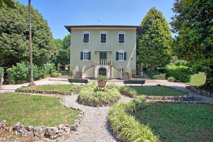A SUN SOAKED OASIS IN THE CUSP OF LUCCA