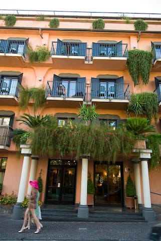 A pleasant stay in Sorrento mnrc - Bed and breakfasts for Rent in ...