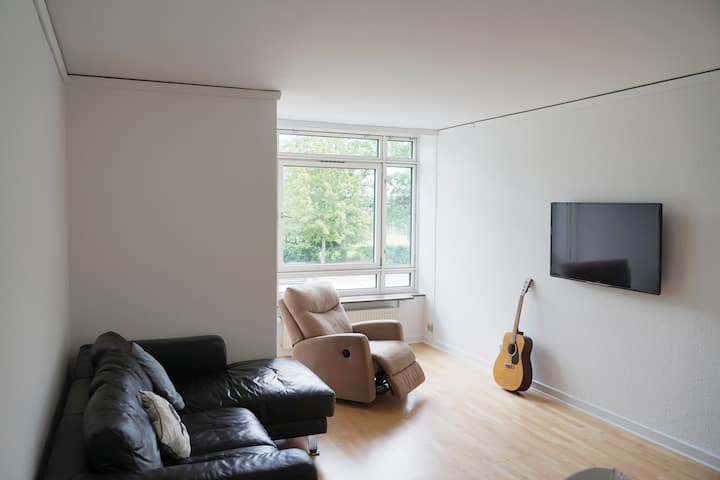 HUGE APARTMENT 10MIN FROM CENTRE, PARKING KING BED