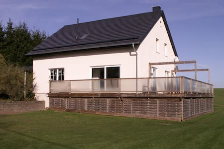 Peaceful Holiday Home in Oberlascheid with Pool