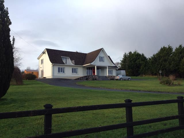 Large rural house - Ballinamore - 一軒家
