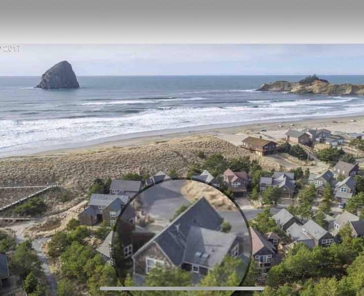 Lovely Beach Home/ Hot tub/dog ok/ Steps to Sand