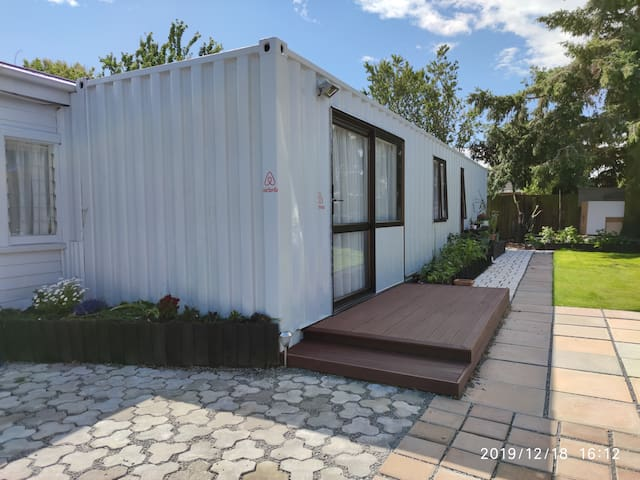 Cottage of great value2 Rooms  unit 7km to Airport