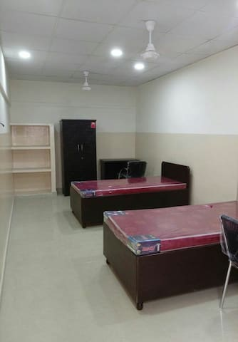 Karol Bagh ,near metro station A/c room ,wifi, RO