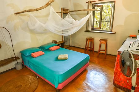 """Casa """"La Moncheria"""" con jardín y cocina X 2"""